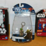 StarWars collection : LOT 3 figurine STAR WARS stormtrooper YODA keychain R2-D2 COLLECTIBLE FIGURE