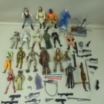 StarWars collection : HASBRO figurine STAR WARS lot de 21 figurines dont 1 sabre lumineux + armes