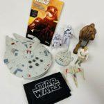 Figurine StarWars : Star Wars Millennium Falcon- Lights up with Sound and Figurine Lot- See details