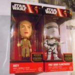 Figurine StarWars : lot de 2 figurines figures funko bobble-head star wars rey et flametrooper neuf